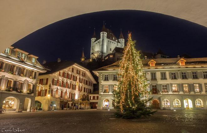 mit dem Schloss Thun im Hintergrund