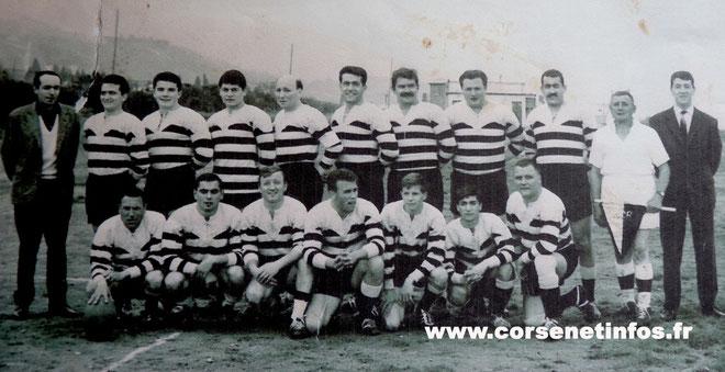 """""""Dédé"""" Tomasini (Deuxième debout à partir de la gauche) en Mars 1962 sur le stade du CAB."""