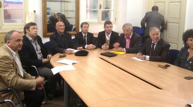 La conférence de presse présidée par le maire.