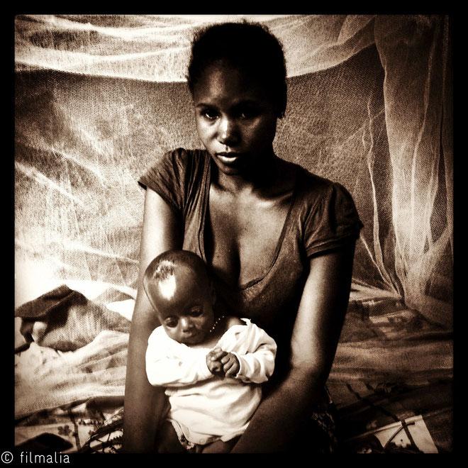 Bamako. Malí. Gerra de mali, refugiada con bebe