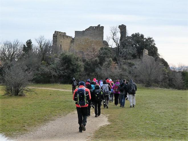 Arrivée aux ruines du château du Vieux Vernègues