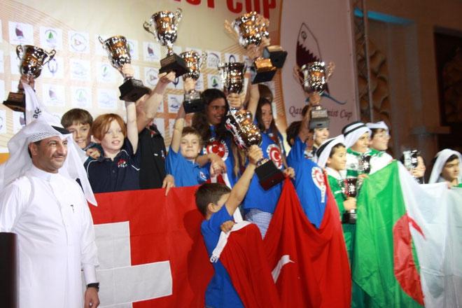 Siegerehrung in Katar - links im Bild die europäische Mannschaft mit zwei Schweizern, einem Engländer und Cornelius