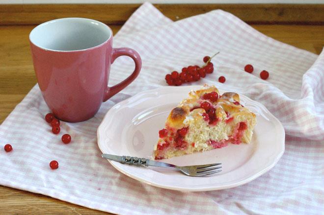 Johannisbeer-Hefeteilchen-Kuchen