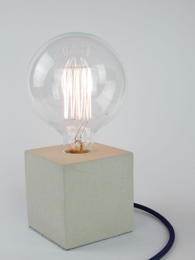 "Cube Betonlampe mit Textilkabel ""Dunkelblau"""