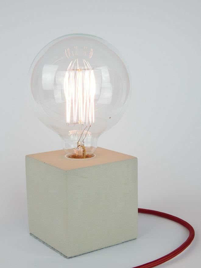"Cube Betonlampe mit Textilkabel ""Bordeaux"""