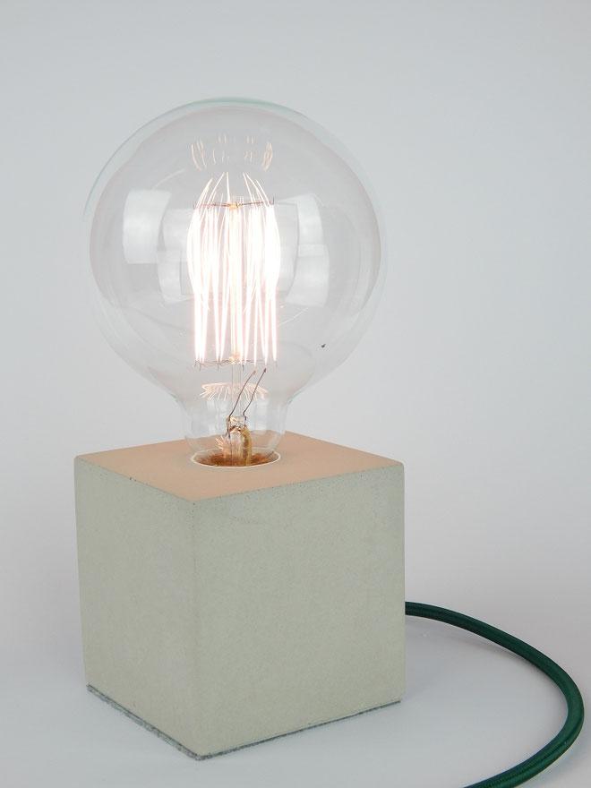 "Cube Betonlampe mit Textilkabel ""Dunkelgrün"""