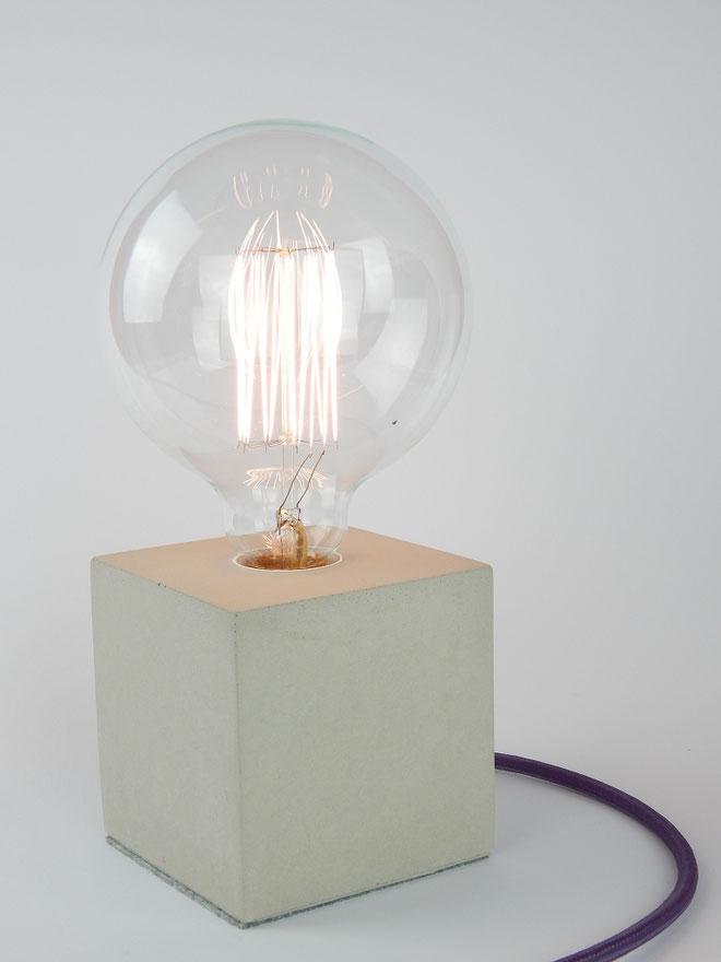 """Cube Betonlampe mit Textilkabel """"Violett hell"""""""