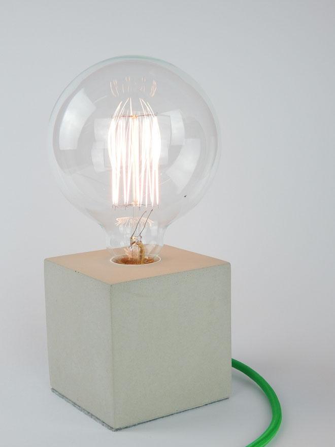 "Cube Betonlampe mit Textilkabel ""Grün"""