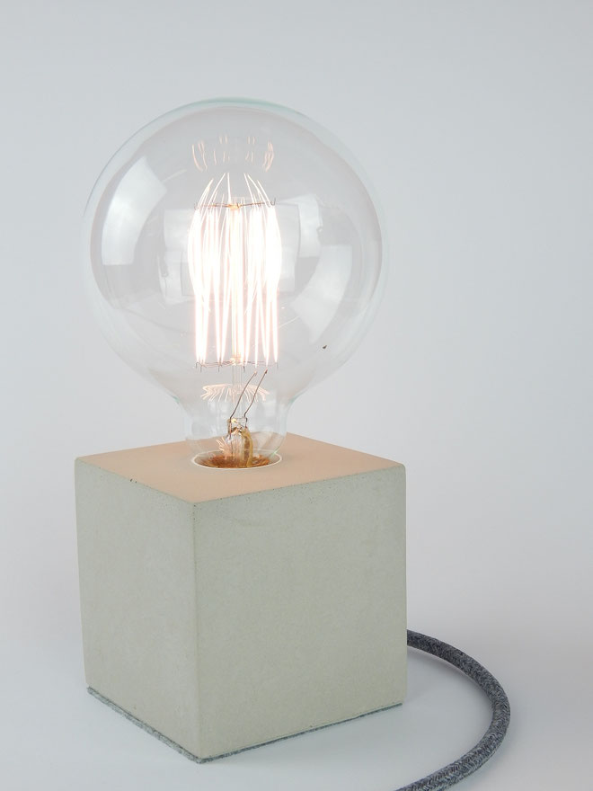 "Cube Betonlampe mit Textilkabel ""Baumwolle"""