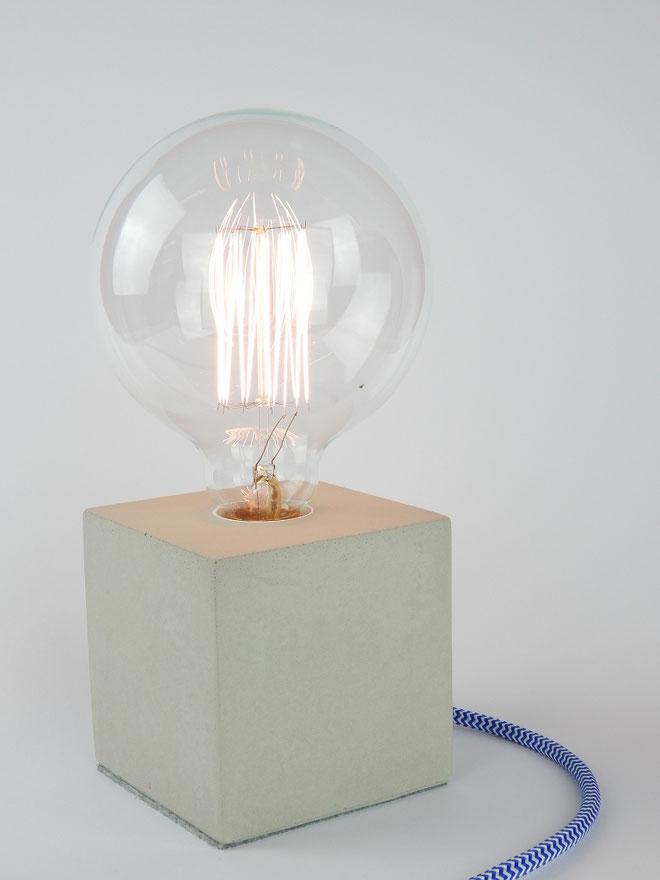"""Cube Betonlampe mit Textilkabel """"Blau-Weiß"""""""