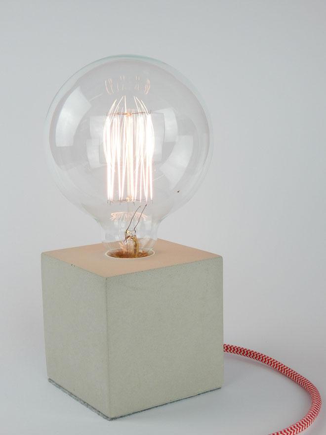 """Cube Betonlampe mit Textilkabel """"Rot-Weiß"""""""