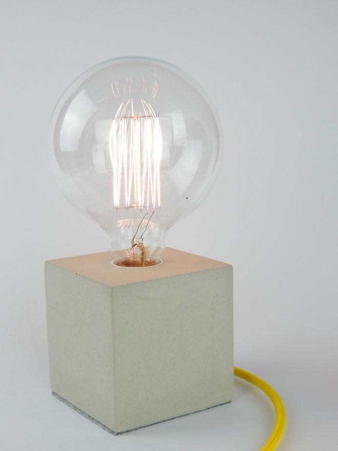 "Cube Betonlampe mit Textilkabel ""Gelb"""