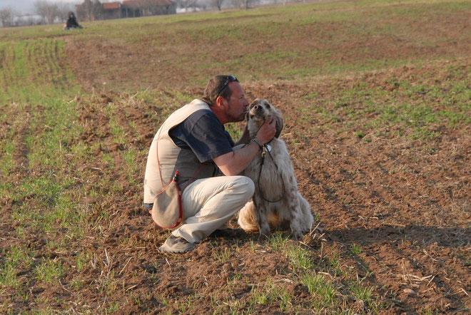 Graziano et Glaukos, l'homme qui parle à l'oreil de ses chiens