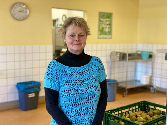 Schulleiterin Barbara Reich in der Mensa