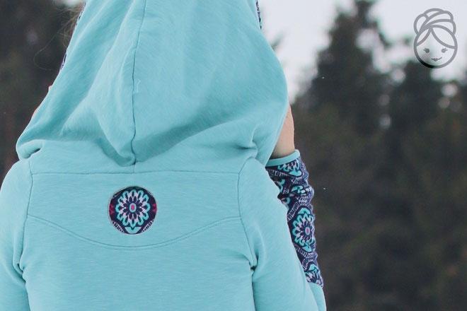 Katjuschka - Kragenheldin - Rückenansicht mit verstecktem Detail