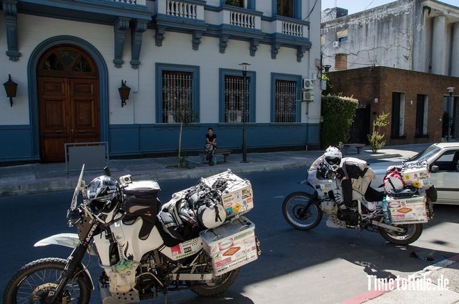 Uruguay - Südamerika - Reise - Motorrad - Honda Transalp - Brotzeitpause in Canelones