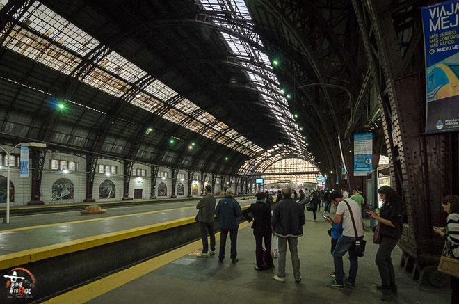 Argentinien - Südamerika - Reise - Motorrad - Honda Transalp - Zugbahnhof -  Buenos Aires