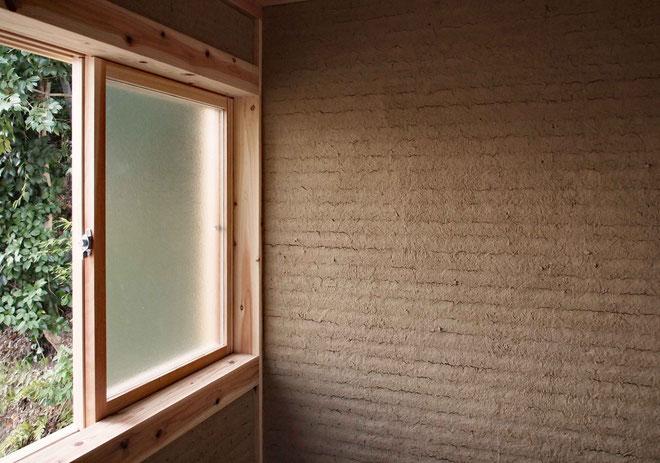 荒壁仕上げの内壁