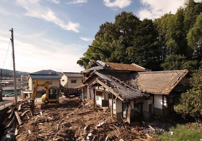 「記憶を紡ぐ家」の解体工事が進行中