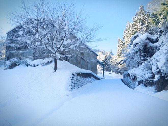 雪景色の作業場
