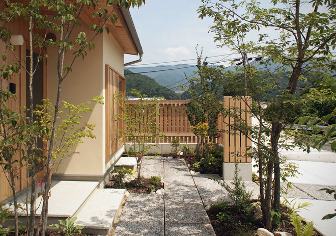 小さな木と土の家 グリーンプロジェクト