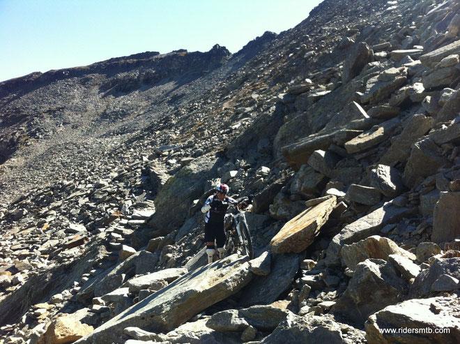 passaggio ostico!!......ma oltre, il sentiero è da goduria!!  10 km di discesa  con 1000 metri di dsl negativo