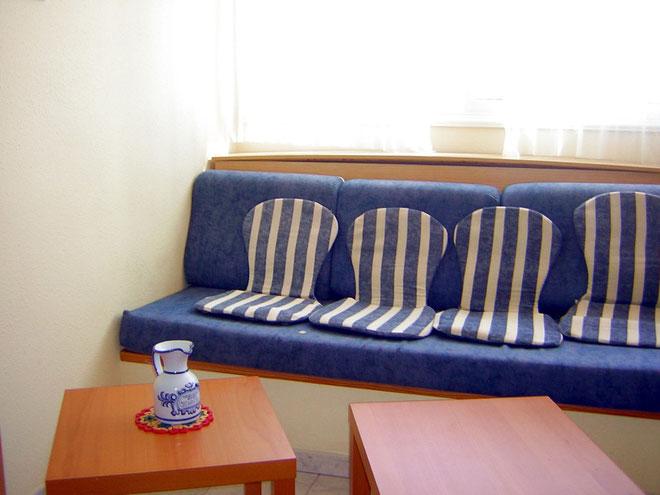 Wohnzimmer mit Sat TV in der Ferienwohnung Los Rocces auf Teneriffa in Los Gigantes