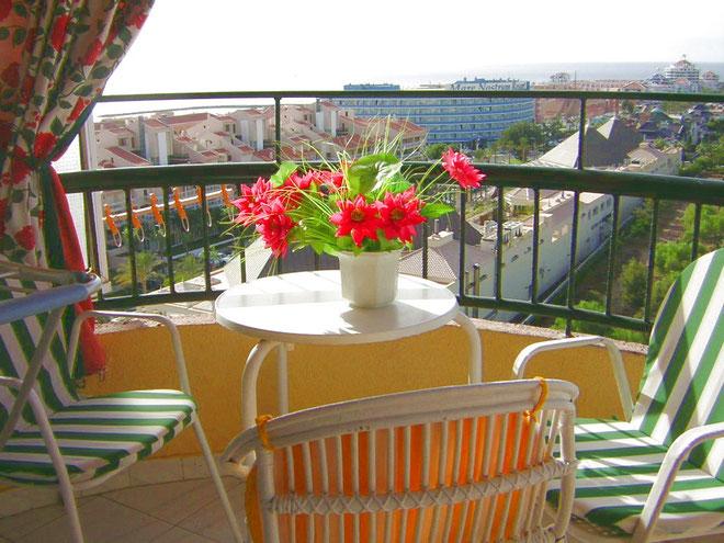 Ferienwohnung Lola in einer Apartmentanlage mit Pool in Los Christianos auf Teneriffa