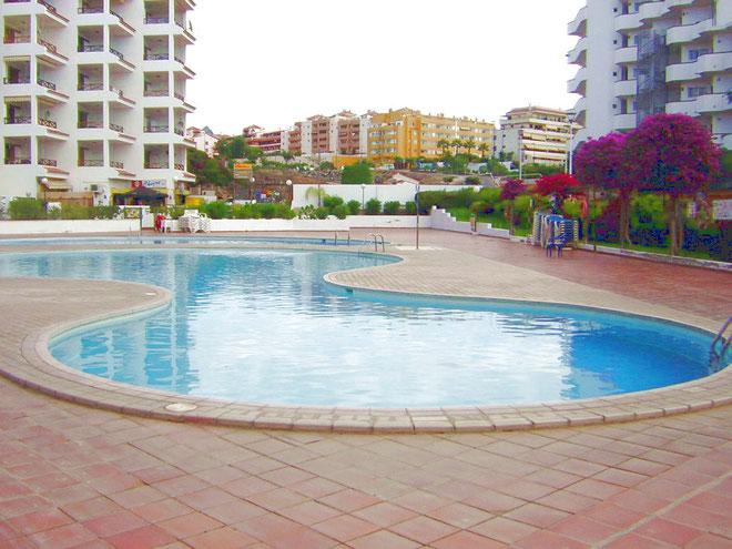 Grosser Gemeinschaftspool in der Ferienanlage in Los Christianos auf Teneriffa