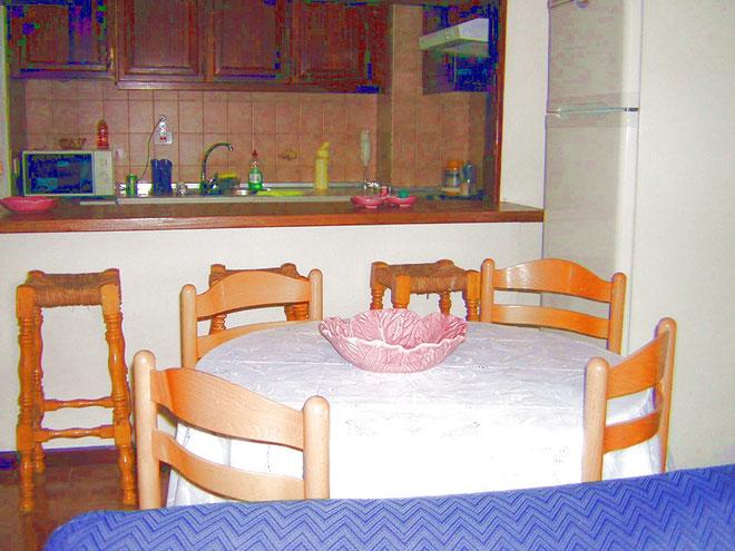 Esstisch für 4 Personen in dem Ferienapartment mit Pool in zentraler Lage von Los Christianos auf Teneriffa