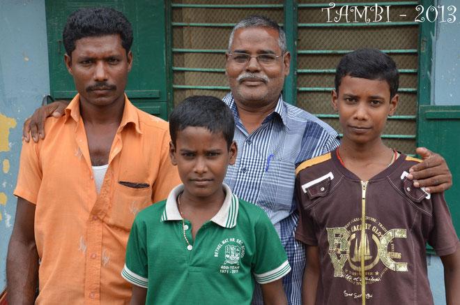 Le père et ses deux fils Sivaprakash et Rajadurai - Août 2013