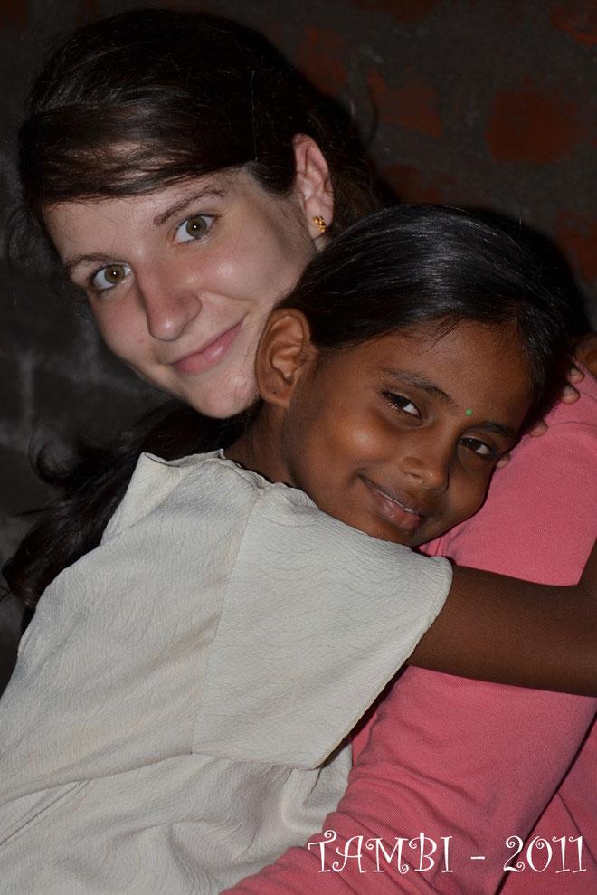 Flavie, venue en août 2011 à Thambi Illam, devenue rapidement la référente des filles de la maison d'accueil.