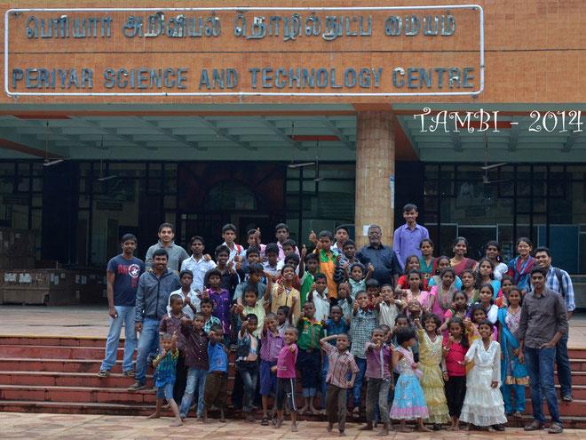 Photo de groupe devant le musée des sciences de Chennai - Nov. 2014