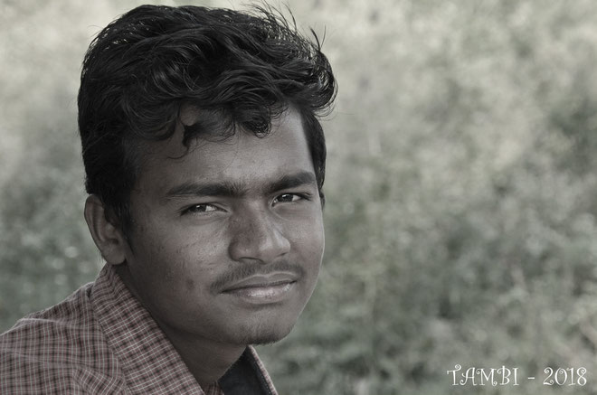 Vignesh, un de nos anciens connu depuis 2010, qui est retourné dans son village, en pleine campagne