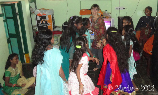The welcome of the children of Thambi Illam - Dec. 2012