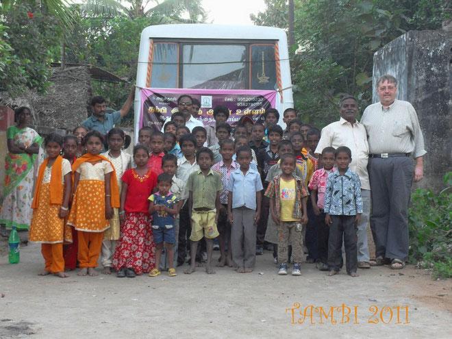 Olivier MARTEAU et les enfants de Thambi Illam