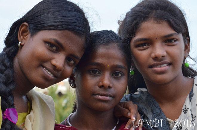 Trois des nouvelles filles de TAMBI