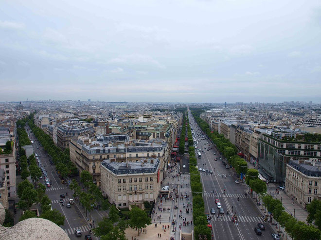 Photo : A.Zois 2010 - view from the top looking down Champs-Elysees ( right )
