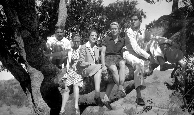 MSI Collection ; 1937 - Trimbak, India - Margaret is 2nd from the left