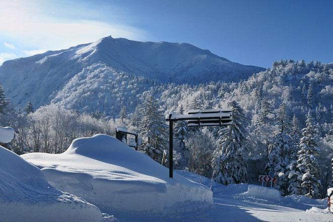 Japan-backcountry-ski-guide-tokachidake-Furanodake