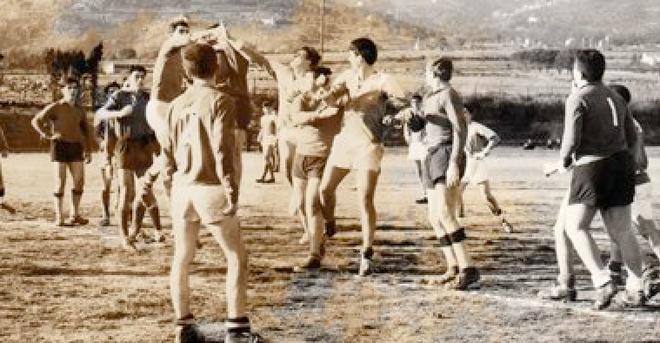 Une image de la finale de la coupe Air-France juniors à Corte toujours en 1964. Observez les équipements des joueurs et l'état de la… pelouse !
