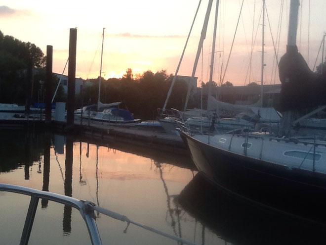 Sonnenuntergang Yachthafen Wedel