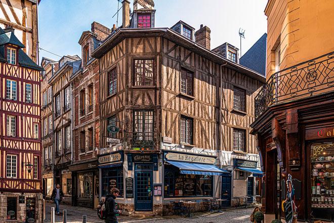 Die Innenstadt von Rouen besticht mit ihren mittelalterlichen Häusern. Foto: Edmondlafoto/Pixabay