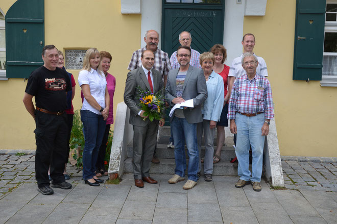 BIOWA-Mitglieder um Karl Merthan übergeben 600 Unterschriften an den Bundestagsabgeordneten Florian Oßner