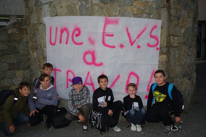 Les écoliers de Travo ne veulent pas voir partir leur EVS.