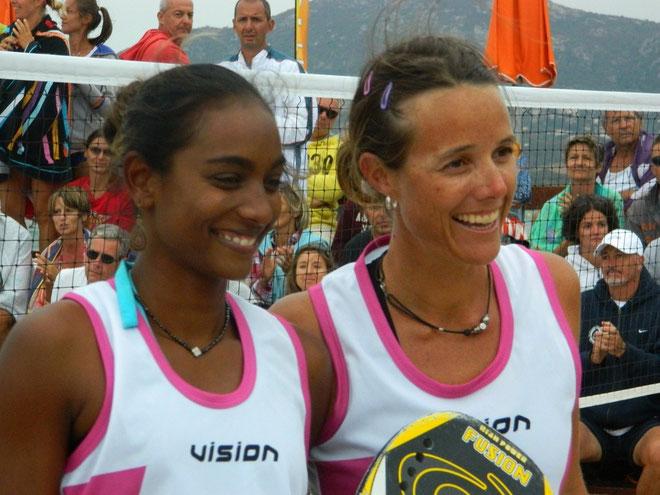 Le sourire de Virginie Carien et julie Labrit (Guadeloupe), Championnes de France 2012