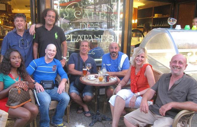 Arnaud Bonnin !assis en bleu à gauche) , le Dr Karila (debout derrière Bonnin), Raynald Amadei (assis à droite).