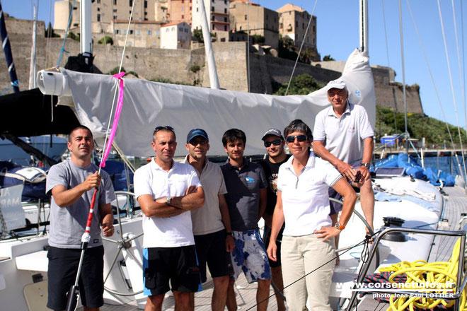 L'équipage de Non ti fermi mai avec sa proprietaire Isabelle Rinsoz et son skipper Jean-Pierre Bruno