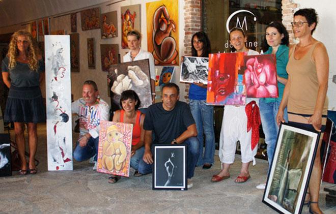 Les exposants ont accroché leurs œuvres aux cimaises de Mavela. (Photos M.C)
