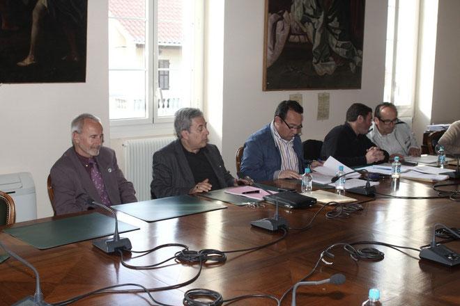 Ange Santini (2e en partant de la gauche) présent au conseil (Photos Jean-Paul Lottier)